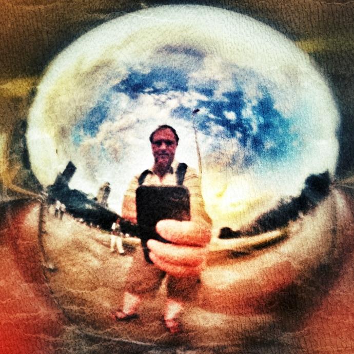Zelfportret in een ijzeren bol
